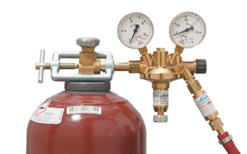Correctly fitted acetylene cylinder equipment